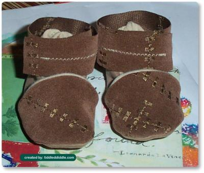 Girl's Handmade Infant Booties (0-3 months), Tan/Brown